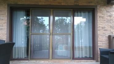 Estetika i efikasnost: Komarnik sa magnetom za balkonska vrata